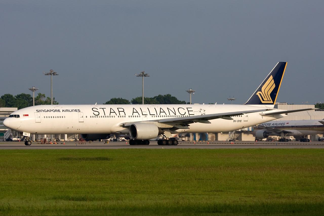 "Re:[原创]打造2009年本人单帖飞机照片数量最高贴并祝""上海飞友会""20号浦东机场拍机顺利 BOEING B777-300 9V-SYE 新加坡樟宜机场"