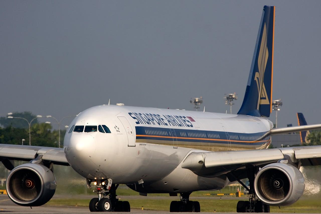 "Re:[原创]打造2009年本人单帖飞机照片数量最高贴并祝""上海飞友会""20号浦东机场拍机顺利 AIRBUS A340-500 9V-SGC 新加坡樟宜机场"