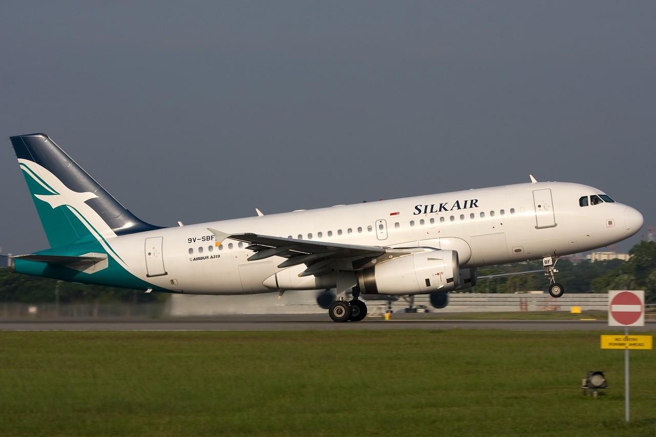 """Re:[原创]打造2009年本人单帖飞机照片数量最高贴并祝""""上海飞友会""""20号浦东机场拍机顺利 AIRBUS A319 9V-SBF 新加坡樟宜机场"""