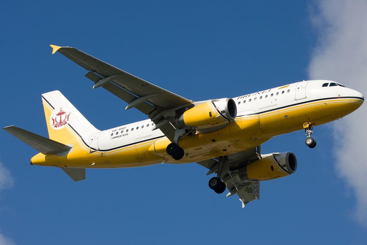 "Re:[原创]打造2009年本人单帖飞机照片数量最高贴并祝""上海飞友会""20号浦东机场拍机顺利 AIRBUS A319 V8-RBP 新加坡樟宜机场"