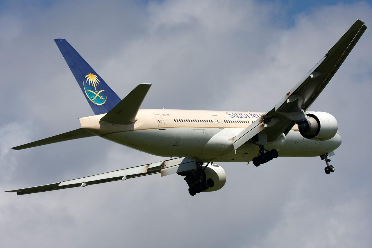 "Re:[原创]打造2009年本人单帖飞机照片数量最高贴并祝""上海飞友会""20号浦东机场拍机顺利 BOEING B777-200 HZ-AKV 新加坡樟宜机场"