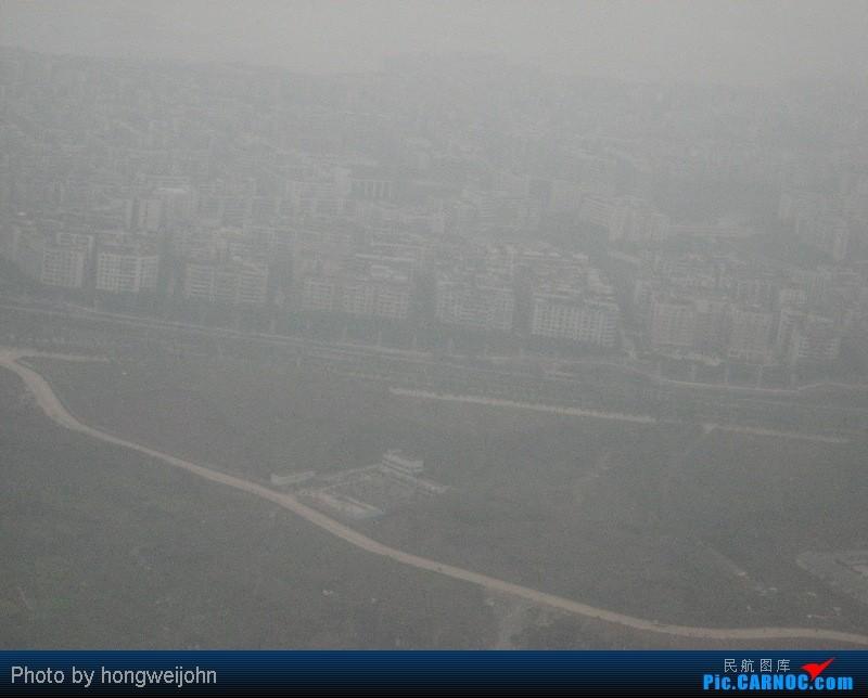 飞上重庆,雾还是很大啊,渝中半岛都看不到了