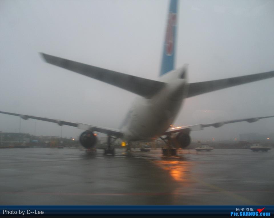 Re:[原创]华东游记之(出发)飞向杭州CAN--HGH远机位之旅 BOEING777-200ER B- 中国广州白云机场