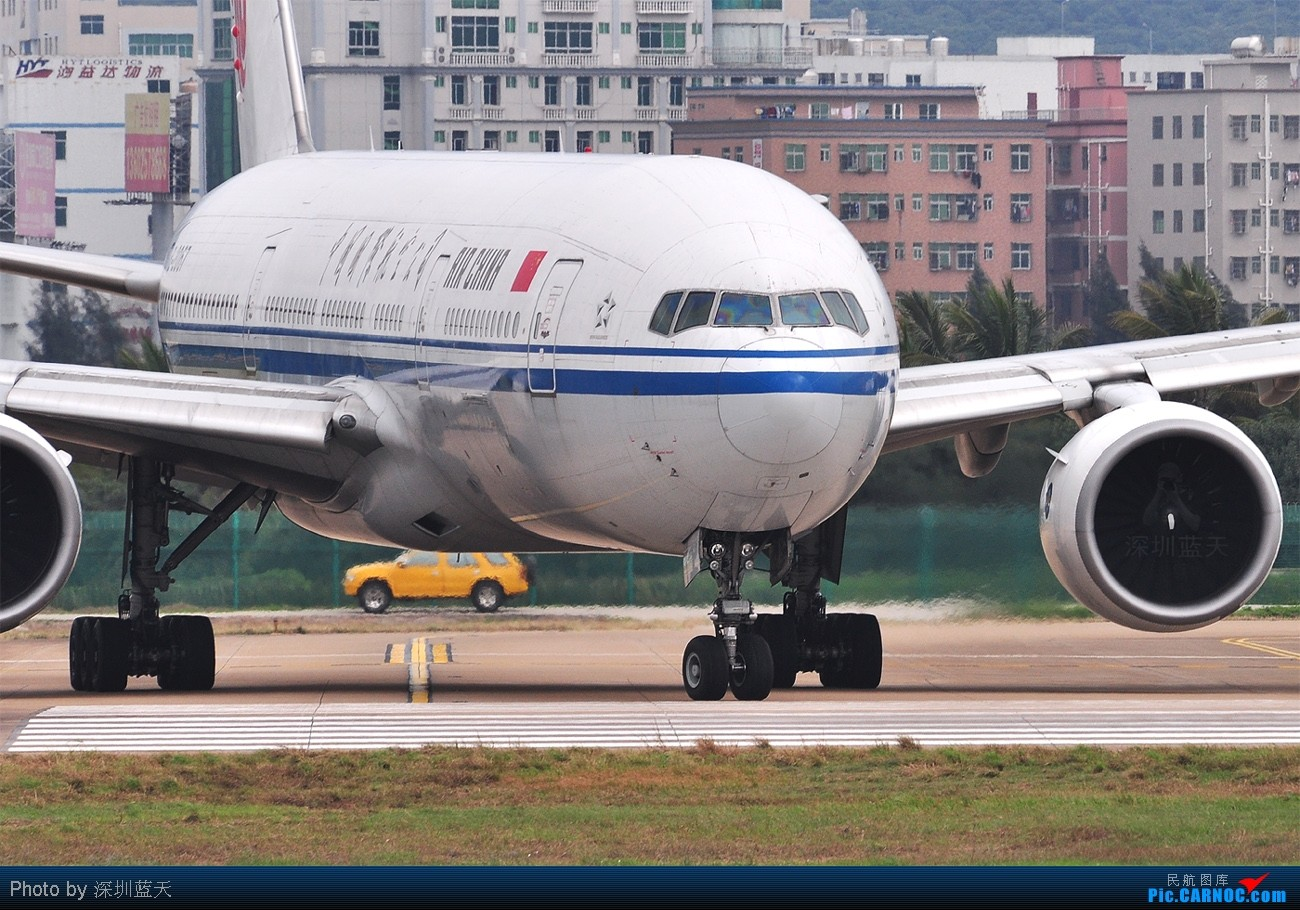 Re:[原创]【深圳飞友会】国航篇!在深圳,两架国航747同时出现在一张图里机会算是罕见的!还有黄牡丹和蓝牡丹一起祝大家新年快乐! BOEING 777-200 B-2067 中国深圳宝安机场