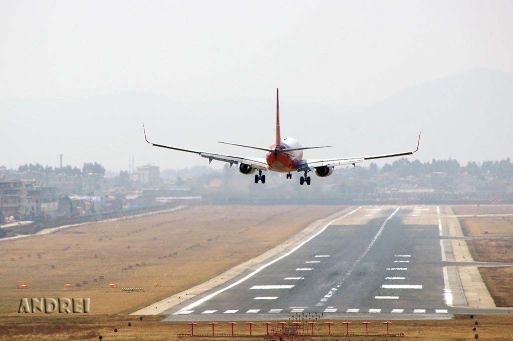 Re:[原创][ANDREI] 一些不常发的角度——A和B的肚皮 BOEING 737-700 B-5261 中国昆明巫家坝机场