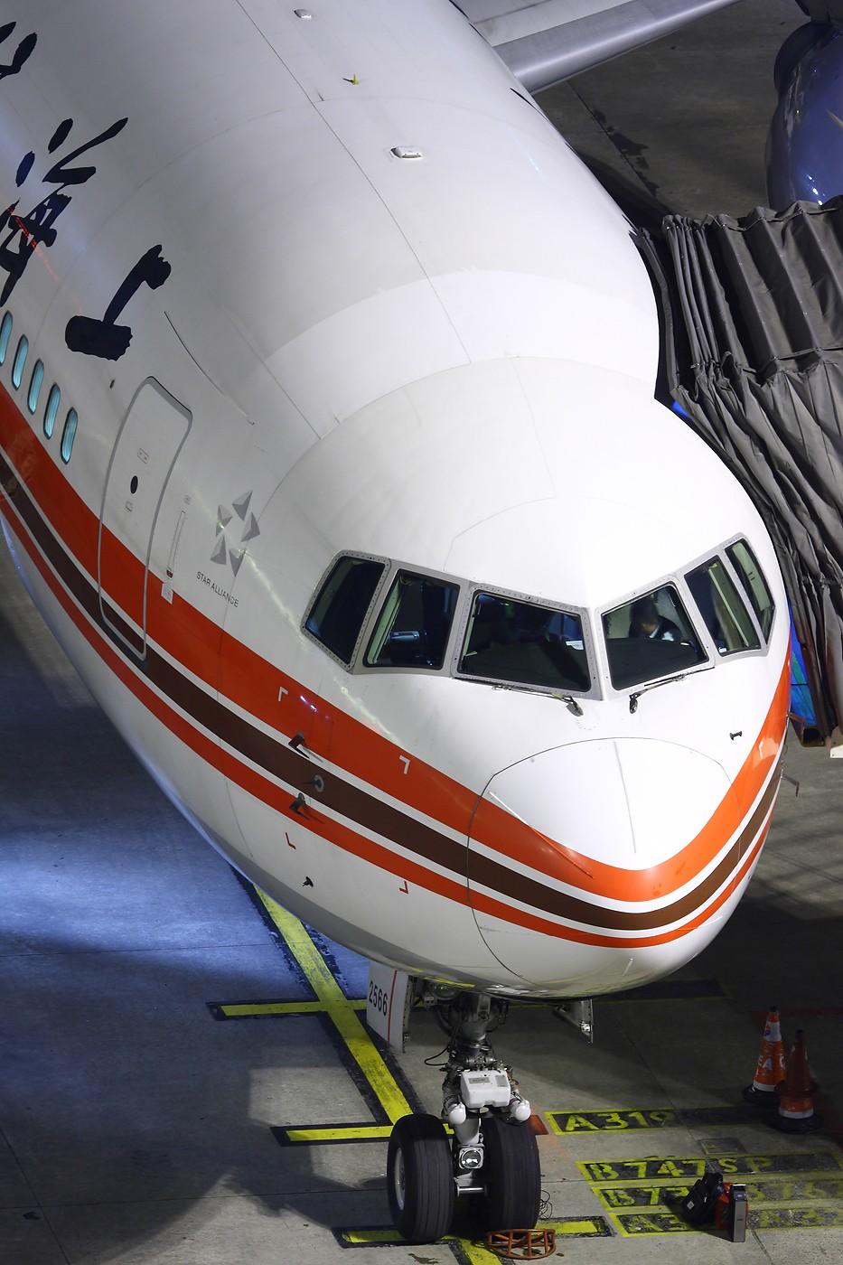 Re:【 ♠ J 】 虹港气象台发布的暴风雪橙色警报!!!  三分钟~~ 突然暴风雪~~~  第一次看到除雪~~~ BOEING 767-300 B-2566 中国上海虹桥机场