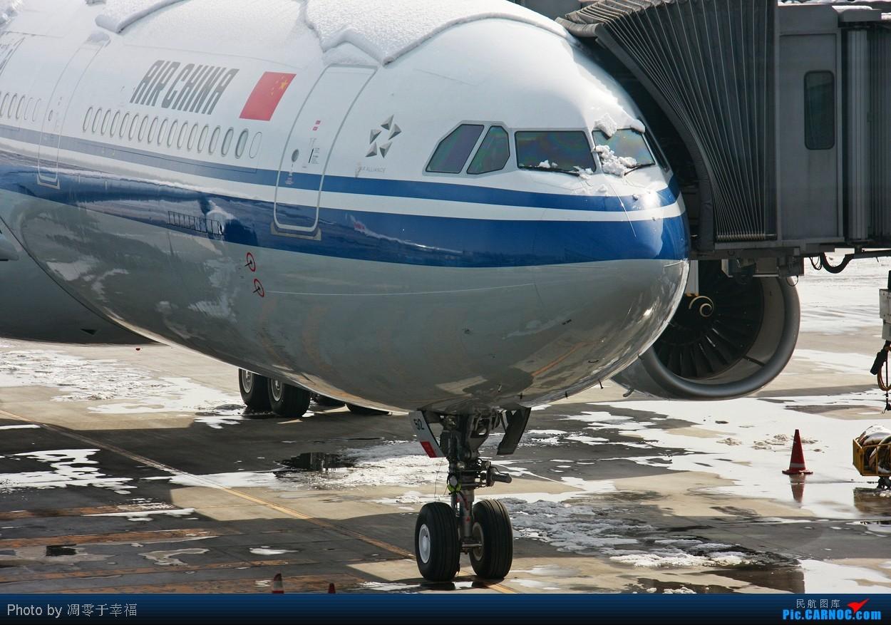 Re:[原创]【BLDDQ】想知道周日北京的那场雪有多大吗--近拍国航333!! AIRBUS A330-343X B-6512 中国北京首都机场