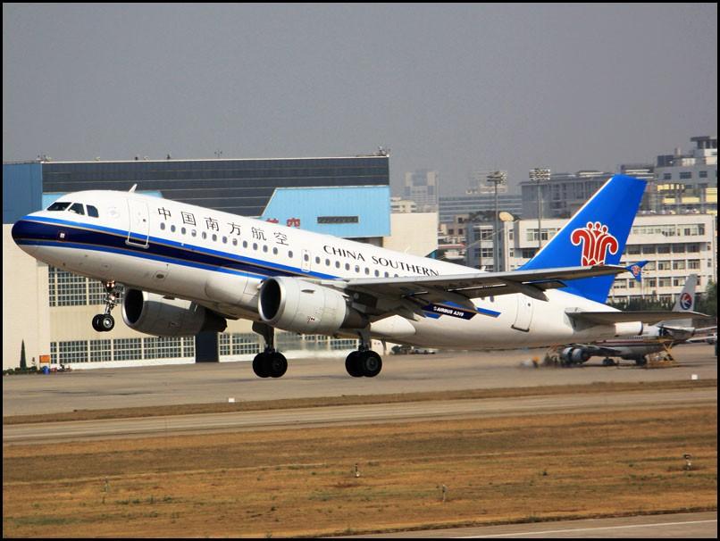 [原创]昆明图——老地方,起飞照 AIRBUS A319-100 B-6409 KMG