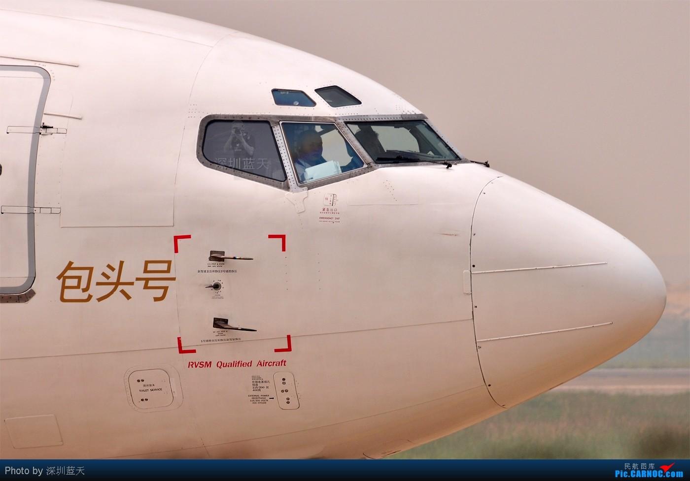 Re:[原创]【深圳飞友会】2010年强打帖——FF们招手帖!金鹿航空的正副机师还给我打出胜利的手势! BOEING 737-300 B-2602 中国深圳宝安机场