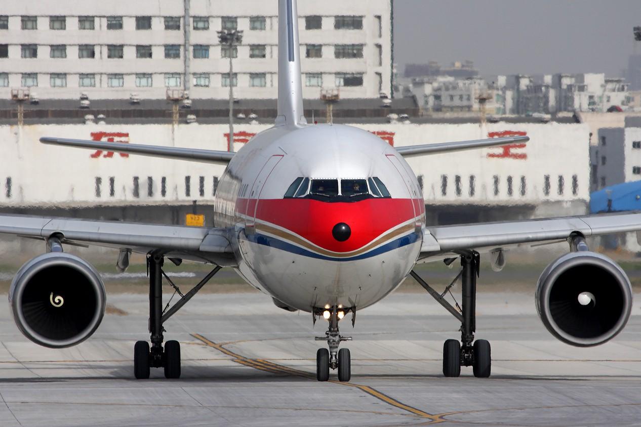 Re:[原创]【 ♠ J 】 SHA 虹桥最新最新角度 有彩绘 又震撼 又清晰 关键是零距离 !!! 直接秒杀那个破鸟笼 AIRBUS A300B4-605R B-2318 中国上海虹桥机场