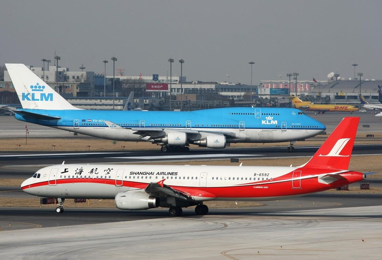 Re:[原创]再度积压--@@红色ARJ21@@+@极度通透华航330@+@珍惜物种300@ AIRBUS A321 B-6592 中国北京首都机场