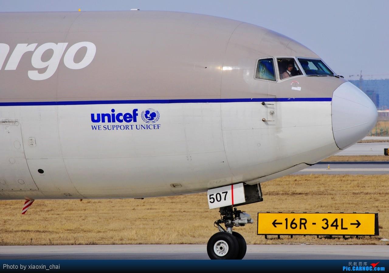 Re:[原创]【深圳飞友会】2010年强打帖——FF们招手帖!金鹿航空的正副机师还给我打出胜利的手势!帖子后还有女乘客MM从窗户透出的美丽脸庞。     飞行员