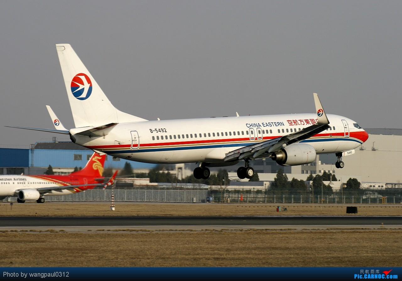 Re:[原创]团结的力量最大!看看合并后的队伍是怎样的----------------上海帮 BOEING 737-800 B-5492 中国北京首都机场