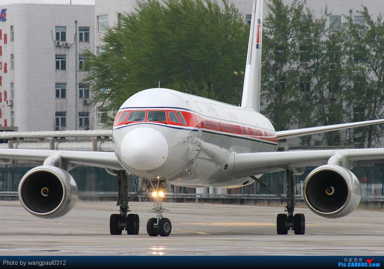 Re:[原创]它的眼睛就像一只雄鹰傲视群雄----北京车展开幕在即,欧洲展商聚首北京 TUPOLEV TU-204-100 P-633 北京首都国际机场