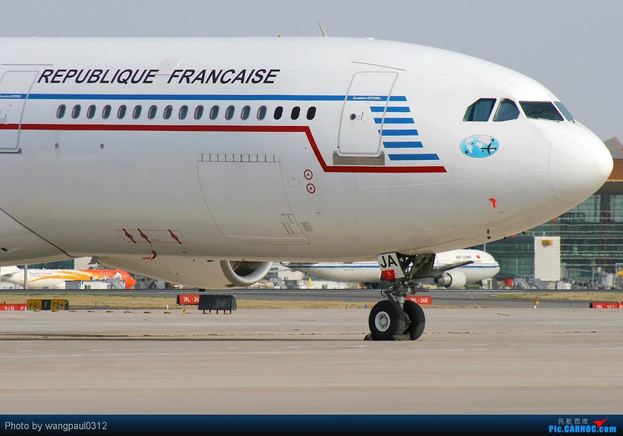 [原创]虽然我本人对匈牙利裔法国总统尼古拉·萨科齐很不感冒,但是他所乘坐的飞机还是依旧喜欢 AIRBUS A340-212 F-RAJA 北京首都国际机场