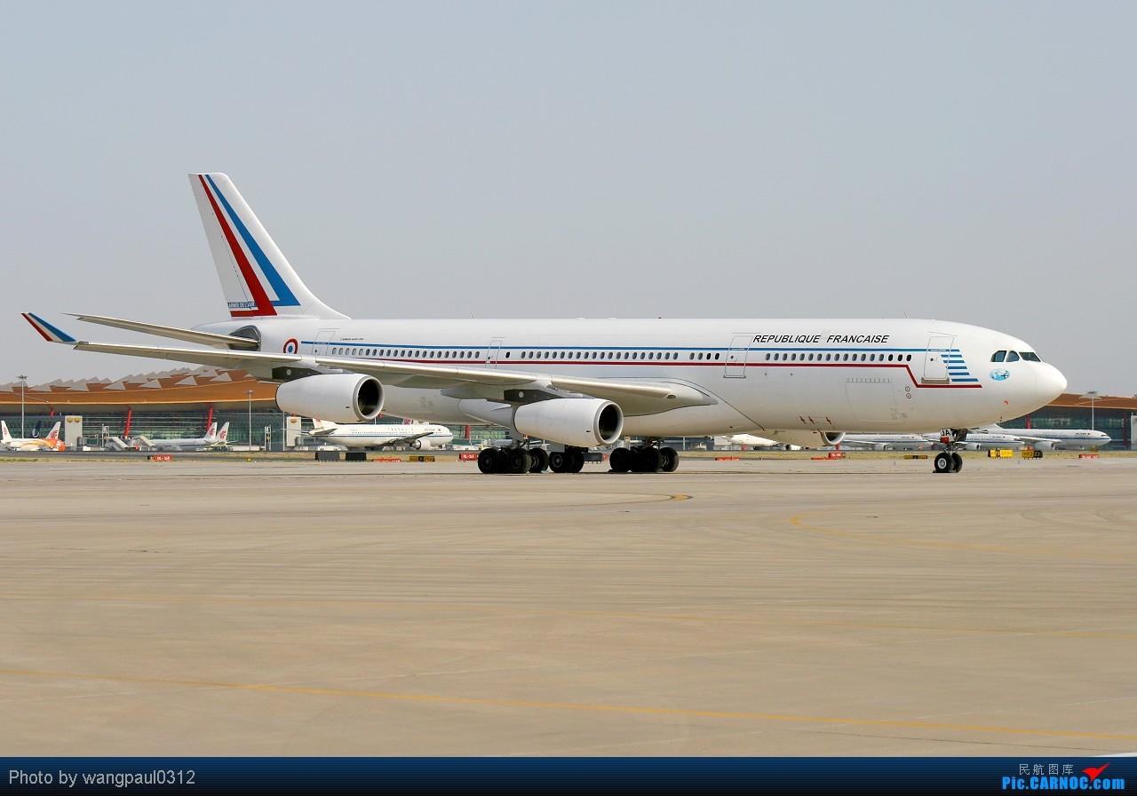 Re:[原创]虽然我本人对匈牙利裔法国总统尼古拉·萨科齐很不感冒,但是他所乘坐的飞机还是依旧喜欢 AIRBUS A340-212 F-RAJA 北京首都国际机场