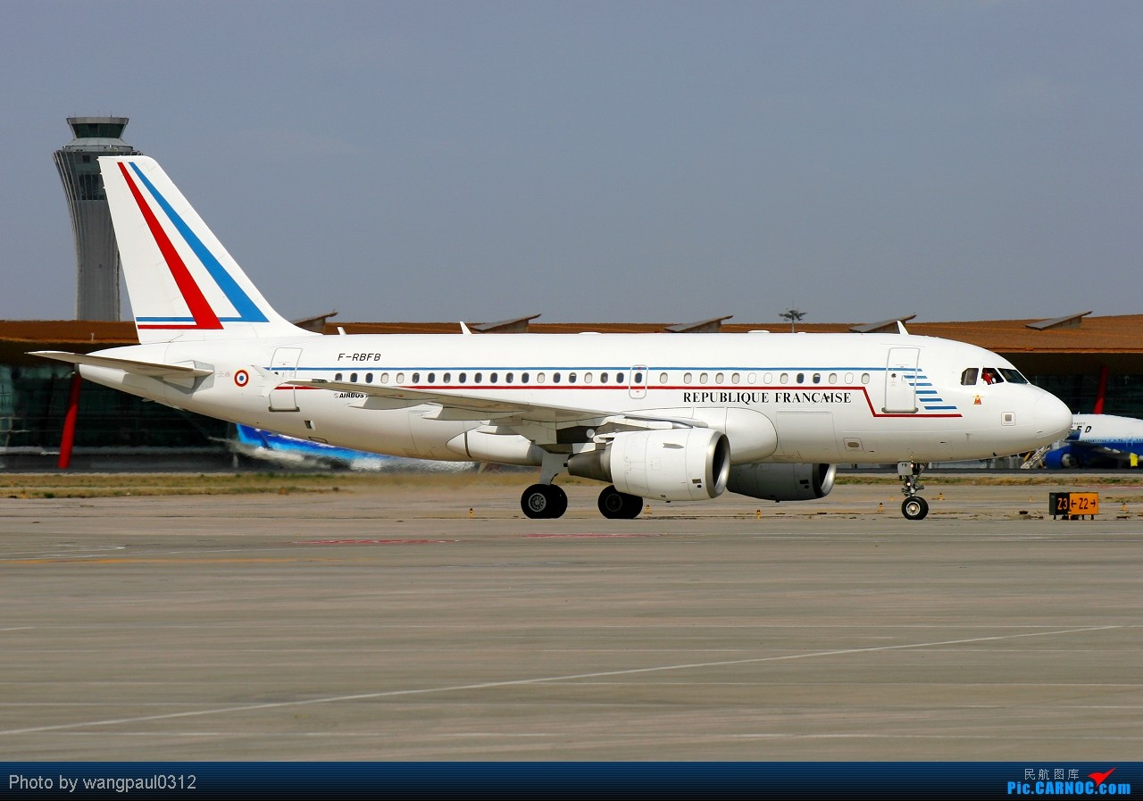 Re:[原创]虽然我本人对匈牙利裔法国总统尼古拉·萨科齐很不感冒,但是他所乘坐的飞机还是依旧喜欢 AIRBUS A319-115X (CJ) F-RBFB 中国北京首都机场