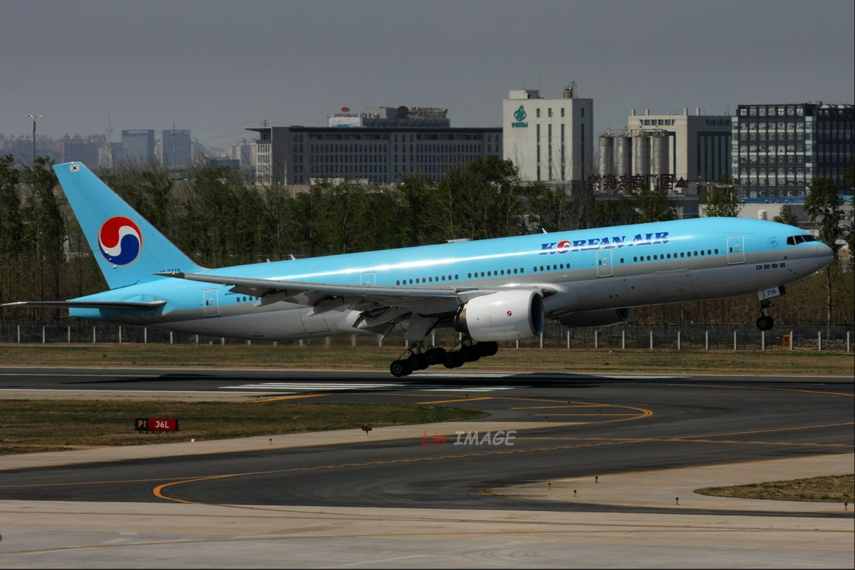 Re:[原创]【BLDDQ】<老林制造>卧听晚风撕春劲,道是无情却有晴 BOEING 777-200 HL7715 中国北京首都机场