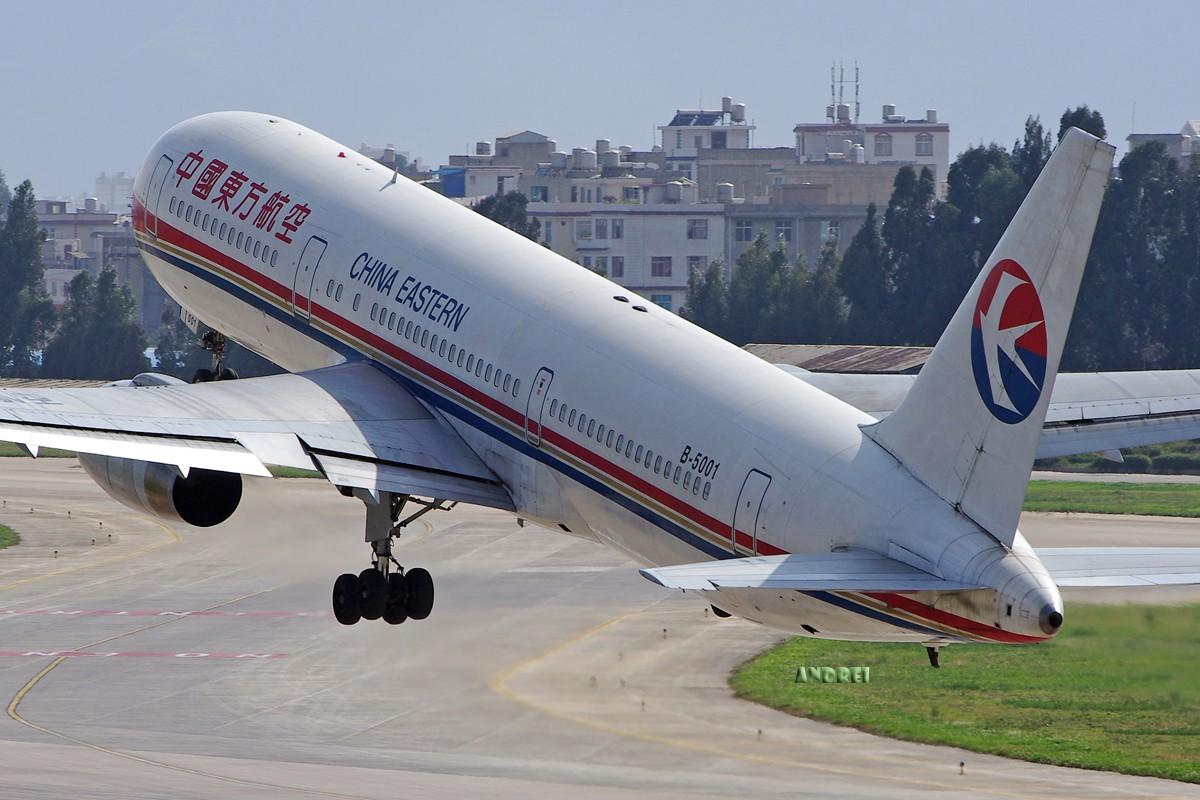 Re:[原创][ANDREI] 时隔近一年,EVA的330又回来了! 附带几张逆光下的大图 BOEING 767-300 B-5001 中国昆明巫家坝机场