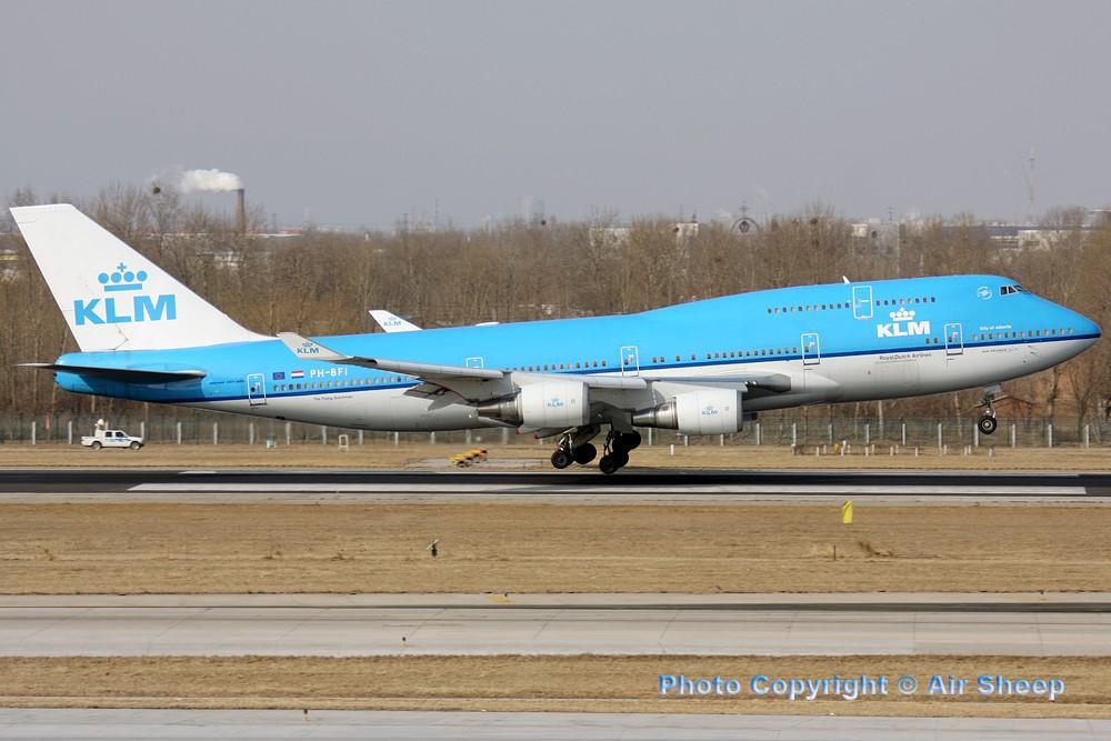 Re:[原创]飘在北京~~ BOEING 747-400  中国北京首都机场