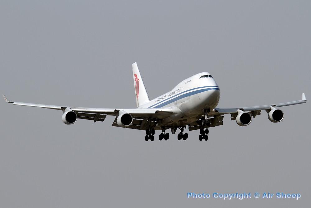 Re:[原创]飘在北京~~ BOEING 747-400 B-2477 中国北京首都机场