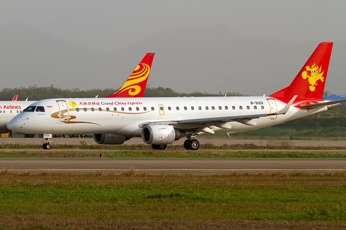 Re:[原创]【BLDDQ】******拿飞机做背景拍飞机,很帅的****** ERJ-190 B-3123 中国南京禄口机场