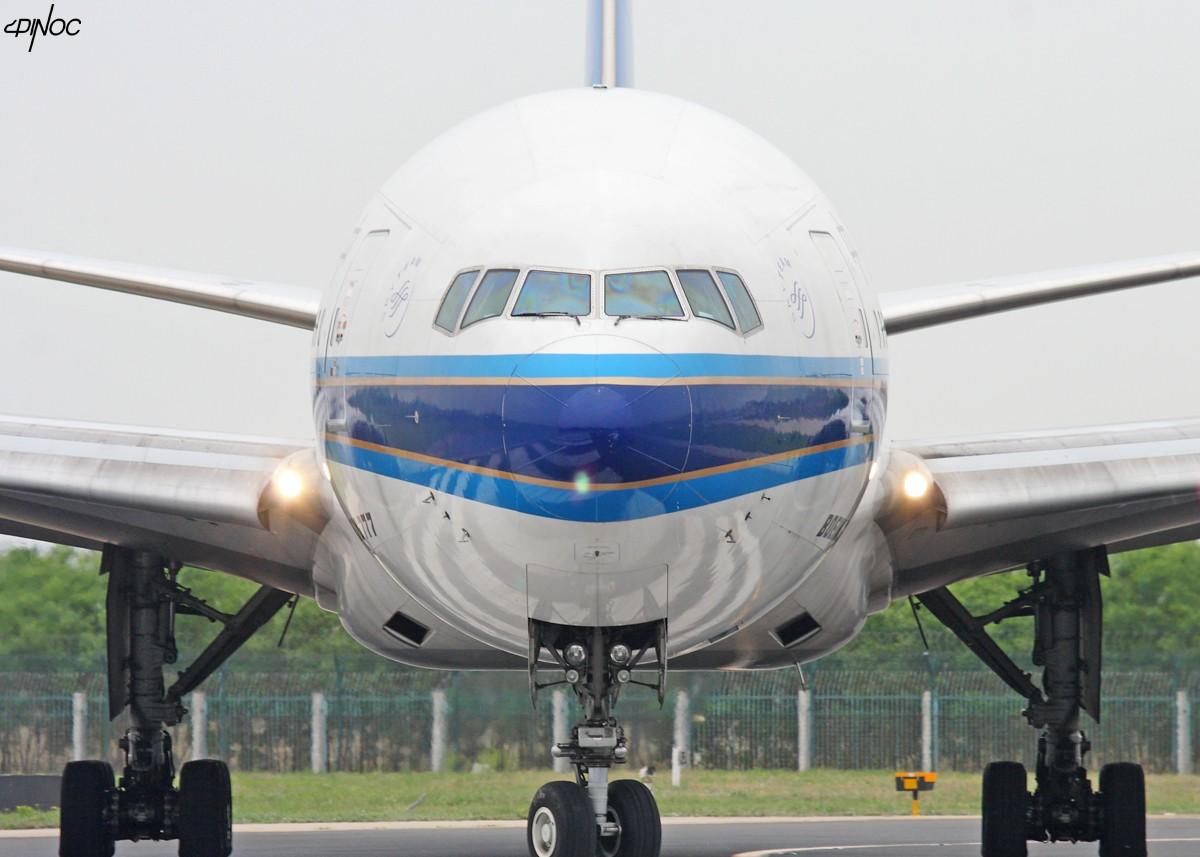 Re:[原创]贡献一组大头照!顶帖送飞机!跟帖同一架飞机送五架!(每人只限一次) BOEING 777-200 B-2051 中国北京首都机场