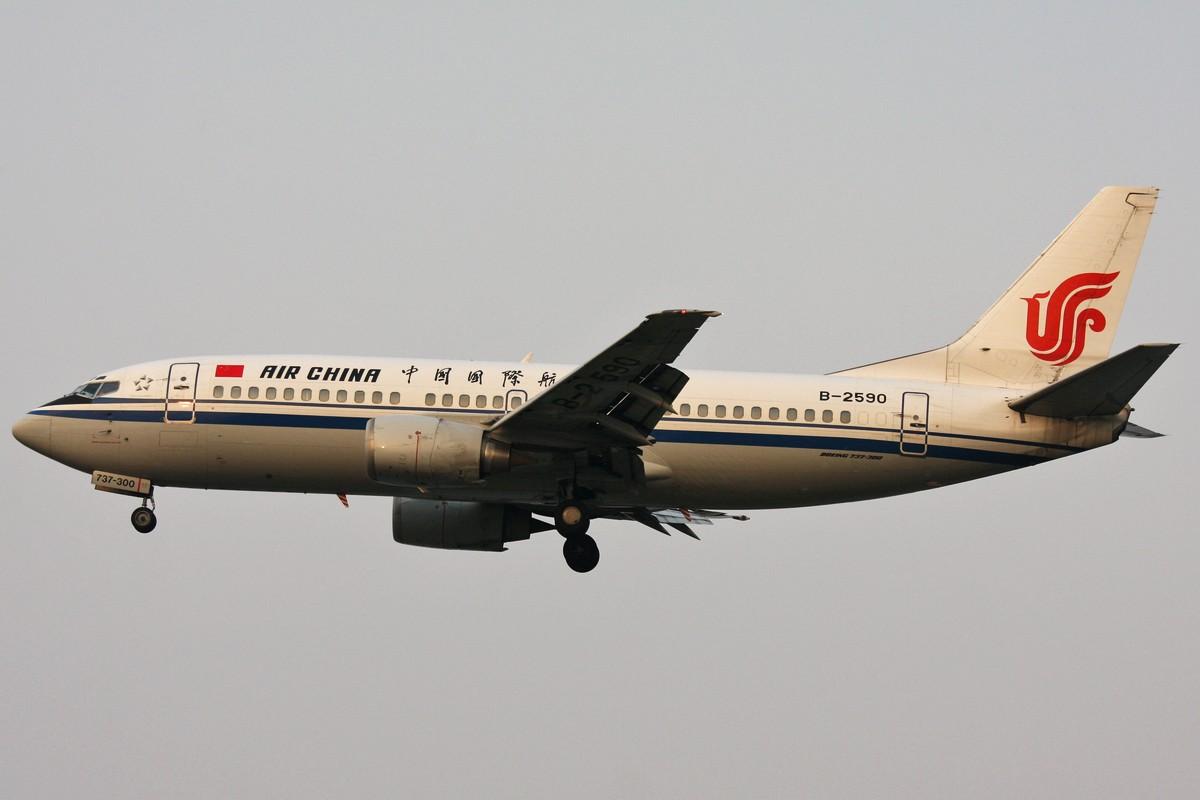 [原创]<绝世痴飞>国航绝对主力机型733/737/738当然NG的还有小姨哦! BOEING 737-300 B-2590 中国北京首都机场