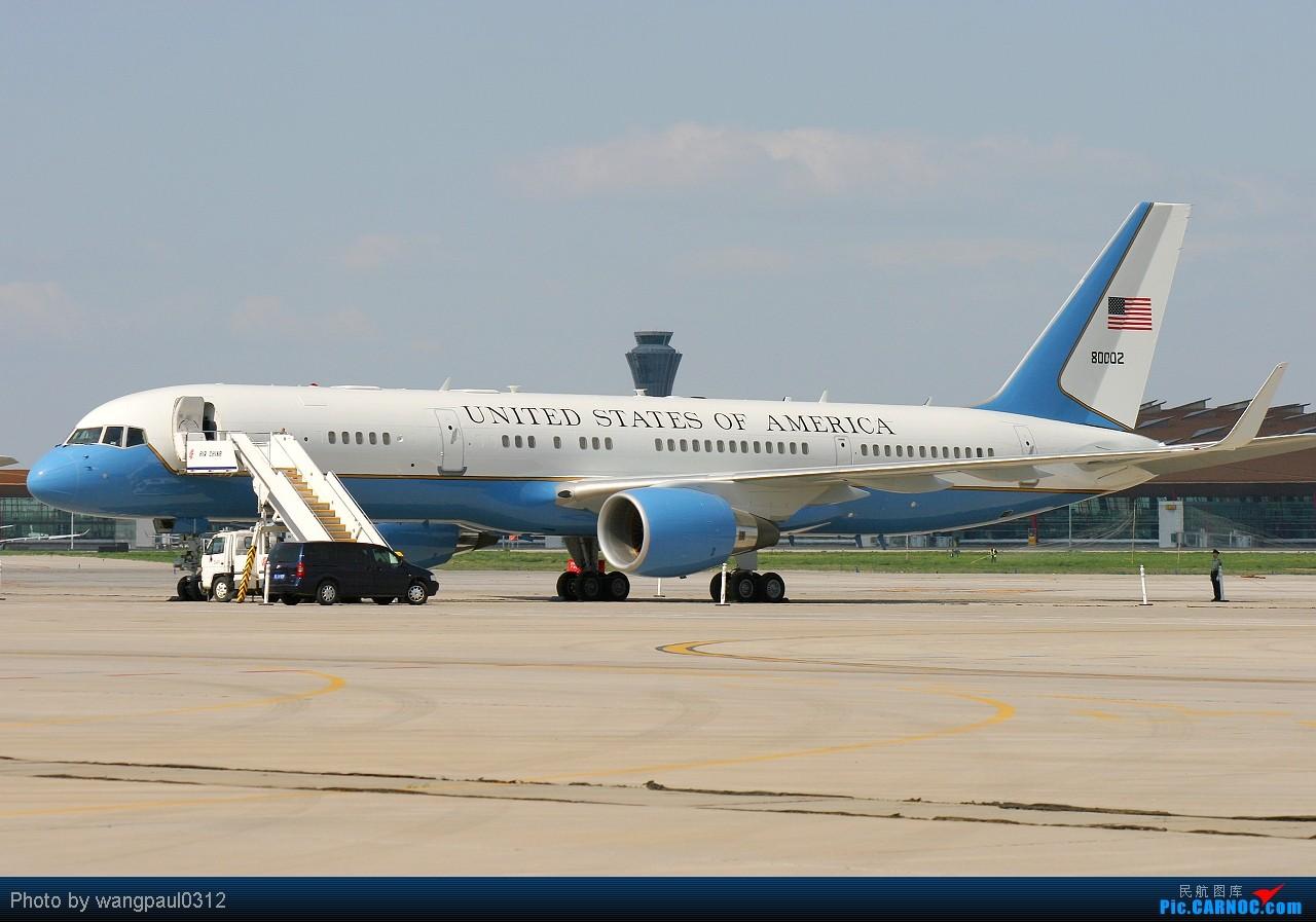 这次没有奥巴马,只有希拉里克林顿,不知此行会给中美之间带来些什么 BOEING C-32A 98-0002 北京首都国际机场