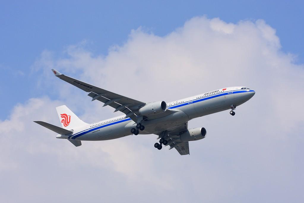 Re:[原创]【深圳飞友会】非常日子,非常天气!拍的是蓝天,白云。飞机是配角!!! AIRBUS A330-300 B-6513 中国广州白云机场