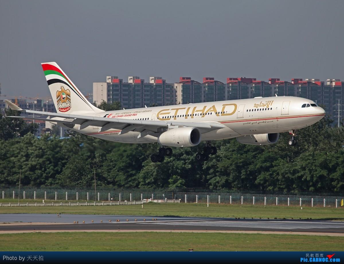 [原创]坚守西道空客346.330落地前一刹那展示优美姿态 AIRBUS A330-200 A6-EYR 中国北京首都机场