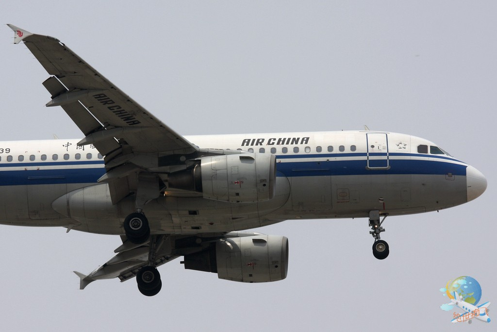 Re:[原创]<绝世痴飞>不为入库不为功勋只证明我是这坛子里的一员,怀念一下那个柳絮翻飞的阴霾天,小可爱戴口罩,东海凸现 AIRBUS A319-100 B-2339 中国北京首都机场
