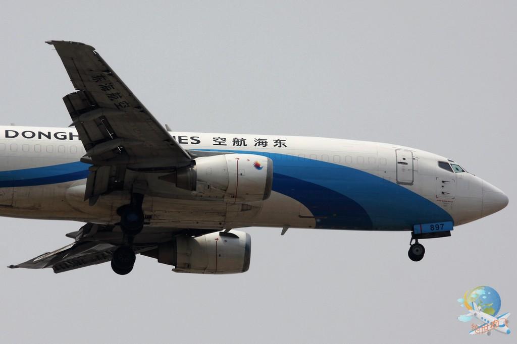 Re:[原创]<绝世痴飞>不为入库不为功勋只证明我是这坛子里的一员,怀念一下那个柳絮翻飞的阴霾天,小可爱戴口罩,东海凸现 BOEING 737-300 B-2897 中国北京首都机场