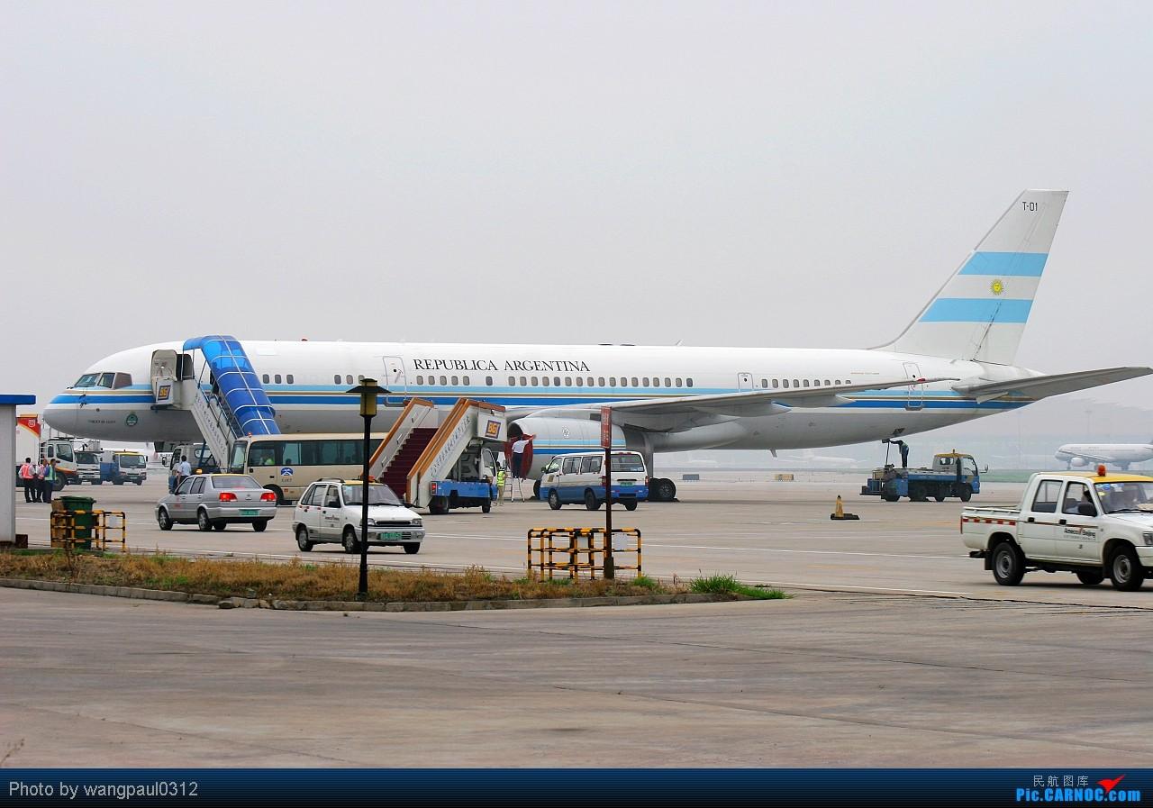 Re:[原创]进入这季节也算拍机这行业的淡季了,不管怎么着也算拍到了安东诺夫和阿根廷政府的砖机 BOEING 757-23A T-01 北京首都国际机场
