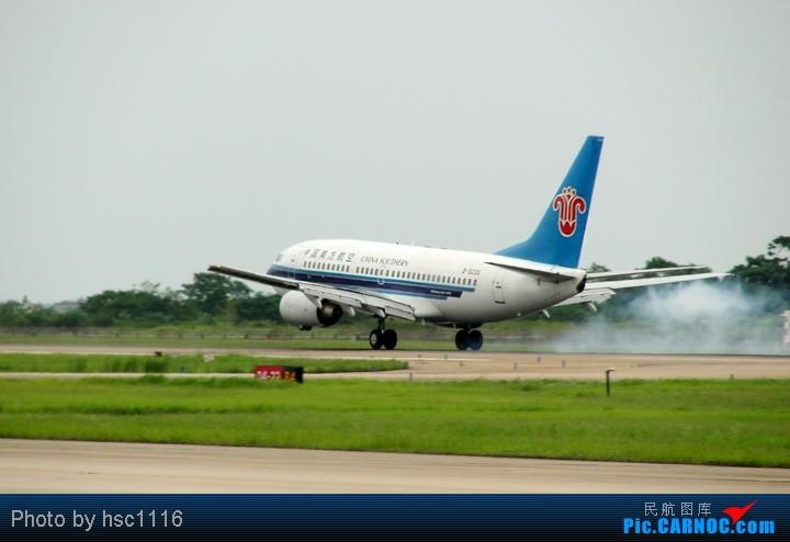 Re:[原创]第一次拍机,WUH 22头,深航扎堆,锦绣湖北,航校小飞机,运5超短距起飞。。。。。标题要长 BOEING 737-700 B-5235 中国武汉天河机场