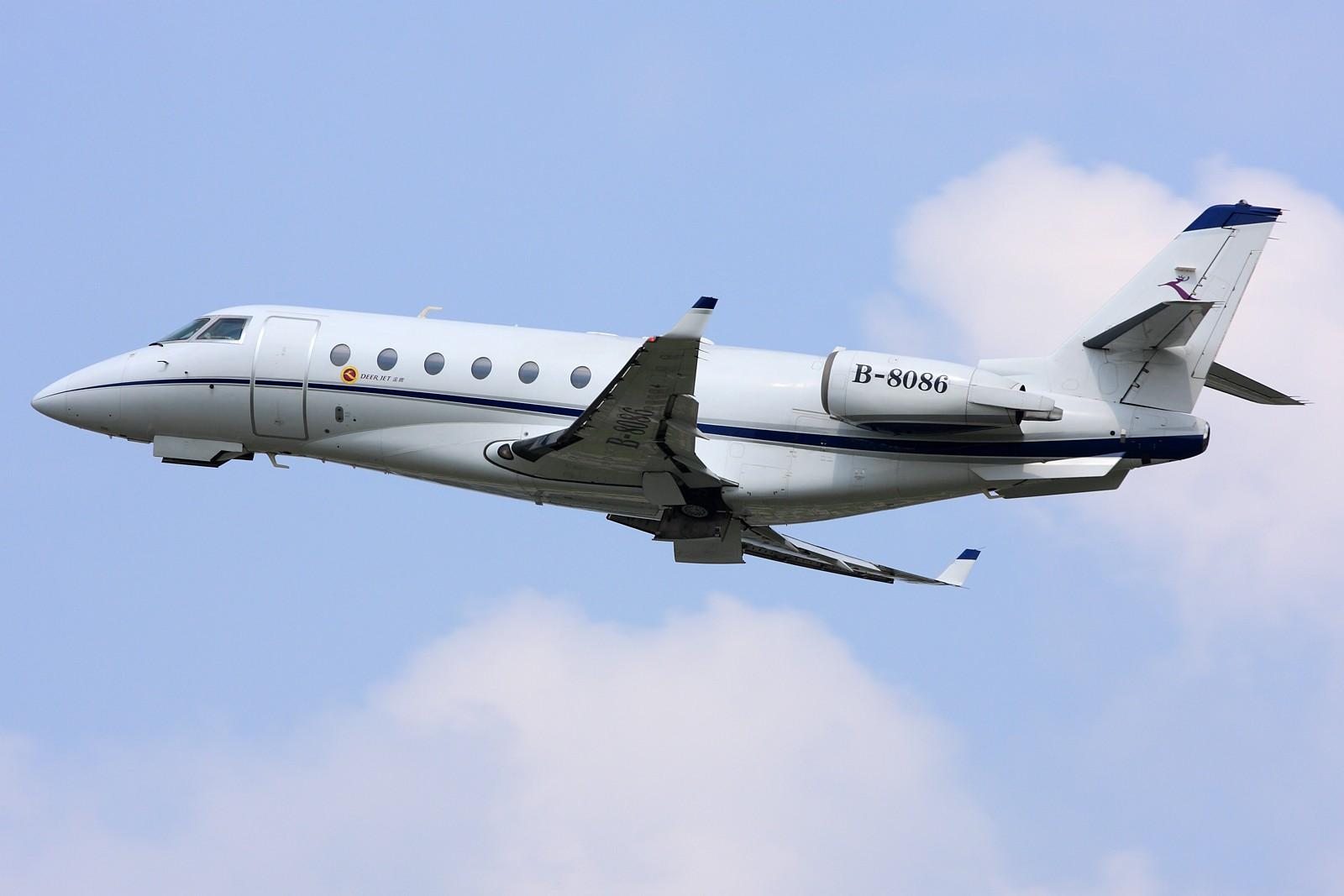 """[原创]【深圳飞友会】很少有机会与这些""""富豪""""接触,今天很幸运遇见。有钱人的新玩物,金鹿公务机、美的直升机。 GULFSTREAM AEROSPACE GULFSTREAM G200 B-8086 中国广州白云机场"""