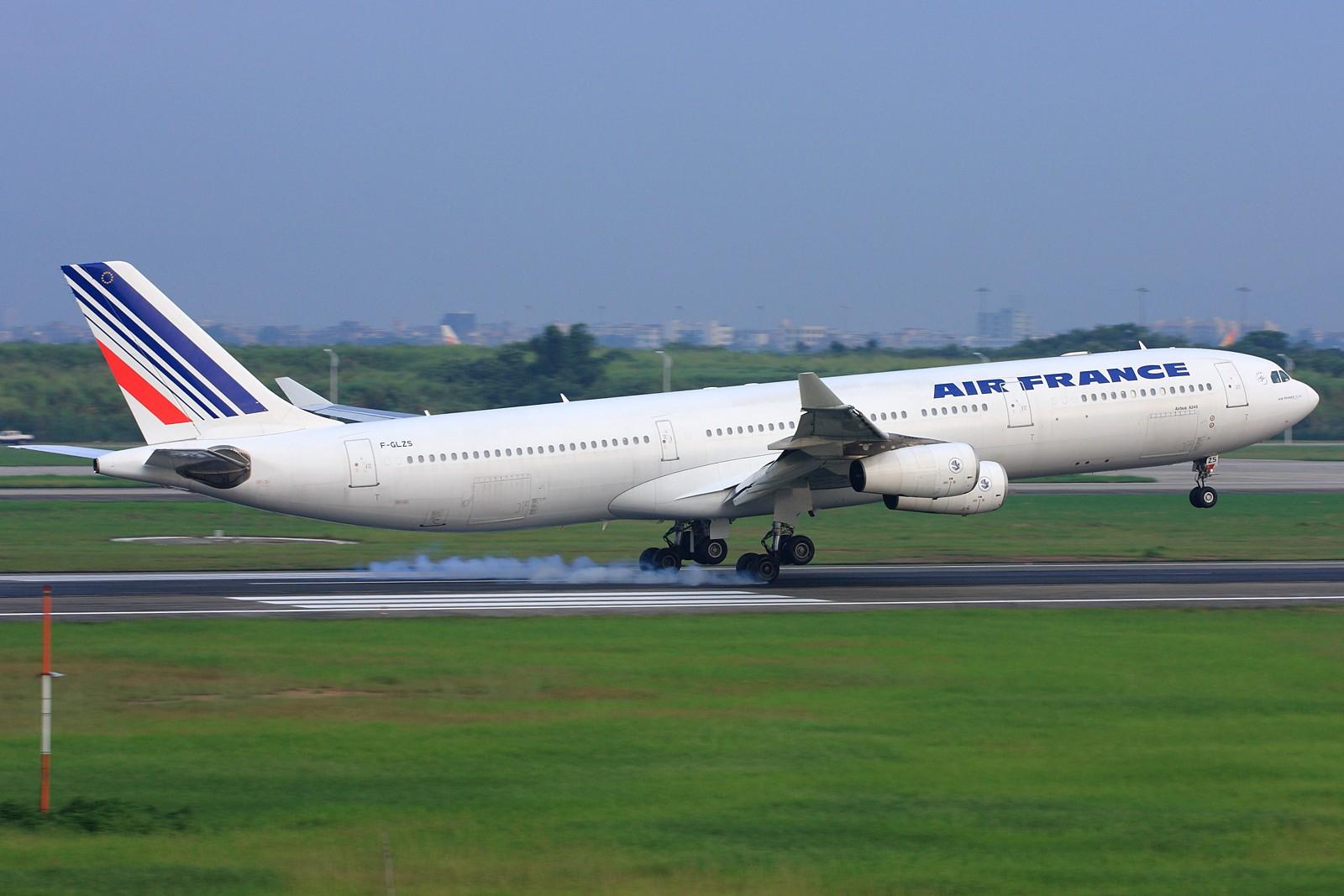 Re:[原创]【深圳飞友会】法国航空公司A340-300旧图装远道而来广州为我们表演擦烟!!! AIRBUS A340-300 F-GLZS 中国广州白云机场