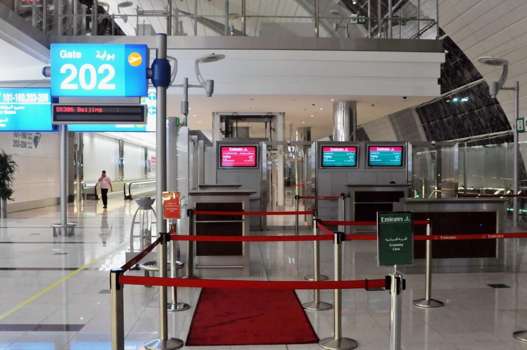Re:[原创]PEK游记(28):2010年8月1日 EK306 迪拜(DXB)-北京(PEK) 阿联酋航空A380首航中国全记录!    阿拉伯联合酋长国迪拜机场
