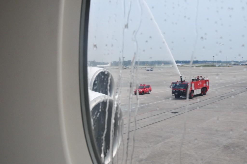 Re:[原创]PEK游记(28):2010年8月1日 EK306 迪拜-北京 阿联酋航空A380首航中国全记录! A380-800 A6-EDK PEK
