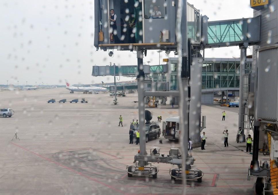 Re:[原创]PEK游记(28):2010年8月1日 EK306 迪拜-北京 阿联酋航空A380首航中国全记录! A380-800 A6-EDK PEK 中国北京首都机场
