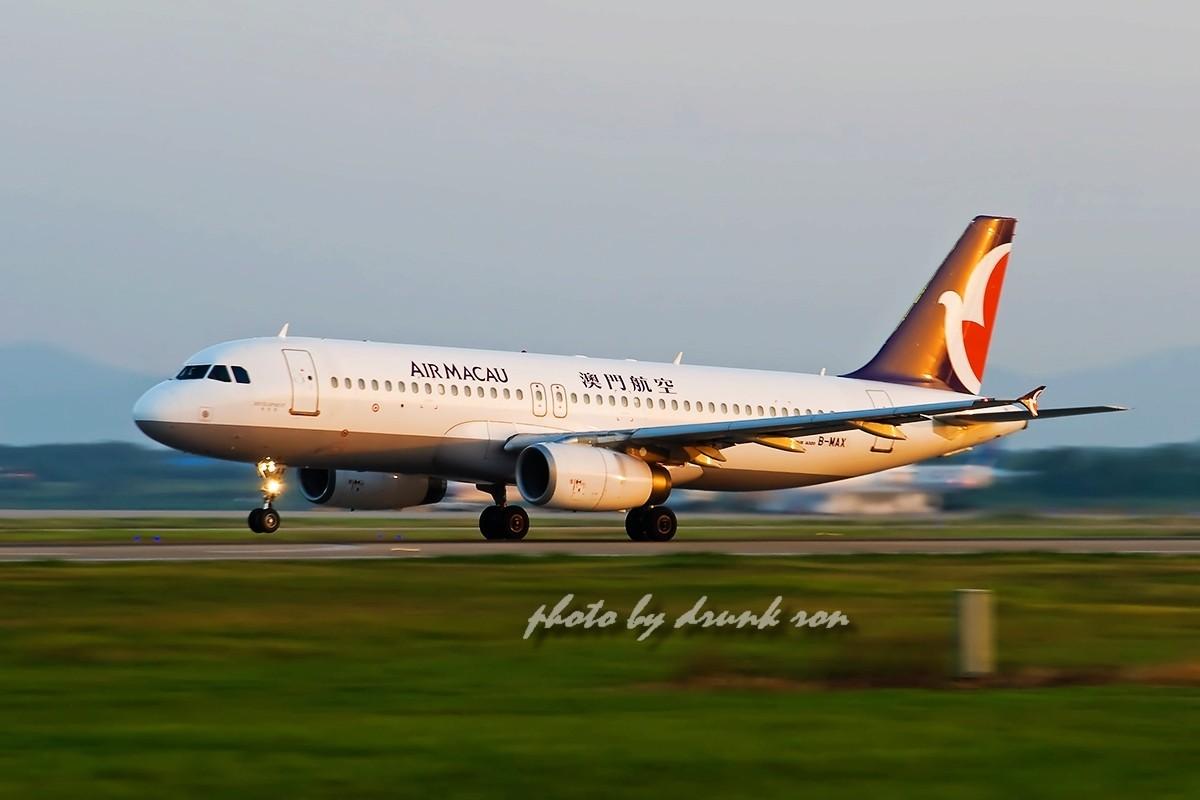 [原创]NKG——哇塞!最大的B! AIRBUS A320-200 B-MAX 中国南京禄口机场