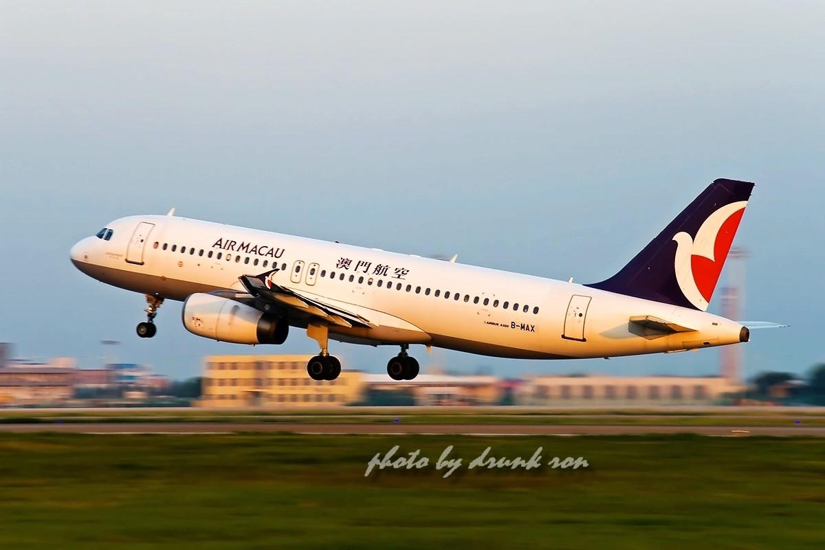 Re:[原创]NKG——哇塞!最大的B! AIRBUS A320-200 B-MAX 中国南京禄口机场