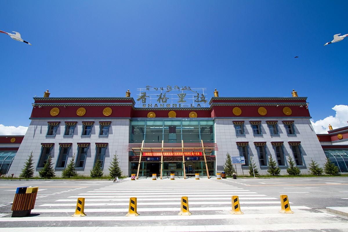 [原创]【BLDDQ】******迪庆----昆明,高原机场香格里拉感觉不错******    中国迪庆香格里拉机场