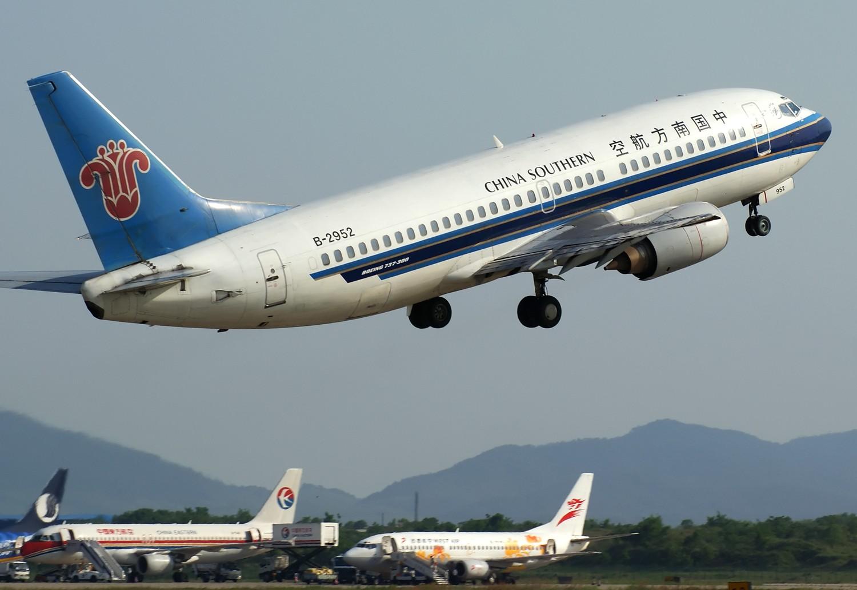 [原创]********************737 300定**************** BOEING 737-300 B-2952 中国南京禄口机场