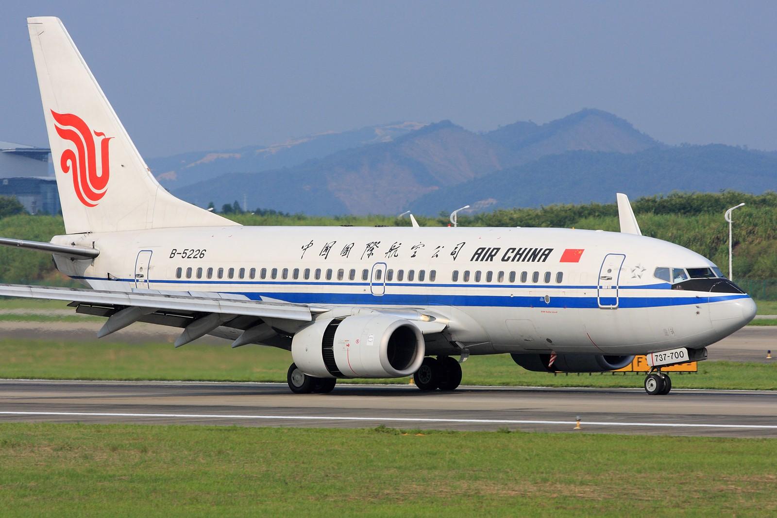 Re:[原创]【深圳飞友会】拍飞机的苦与乐,劳动成果与大家分享!10张图全部1600×1067奉献。QR773 CA大猩猩 钢管 小姨 最后2张起飞角度还是不错的! BOEING 737-700 B-5226 中国广州白云机场