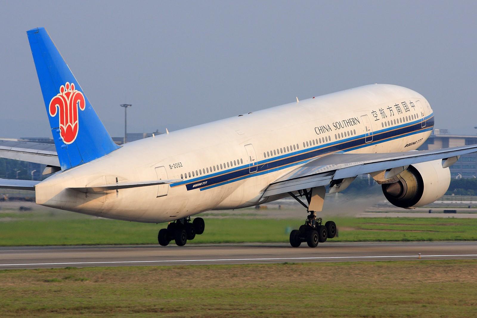 Re:[原创]【深圳飞友会】拍飞机的苦与乐,劳动成果与大家分享!10张图全部1600×1067奉献。QR773 CA大猩猩 钢管 小姨 最后2张起飞角度还是不错的! BOEING 777-200 B-2052 中国广州白云机场