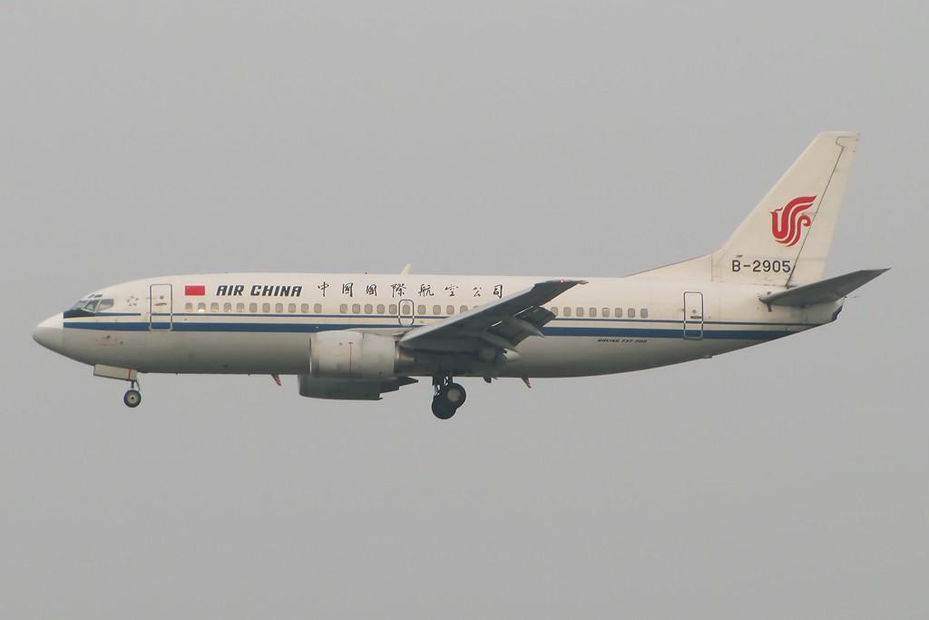 """烂天有好飞机的定律何时能打破... 内有CA的2架白鼻头 2架公务机 还有一张民航总局的""""奖状"""" BOEING 737-300 B-2905 中国北京首都机场"""
