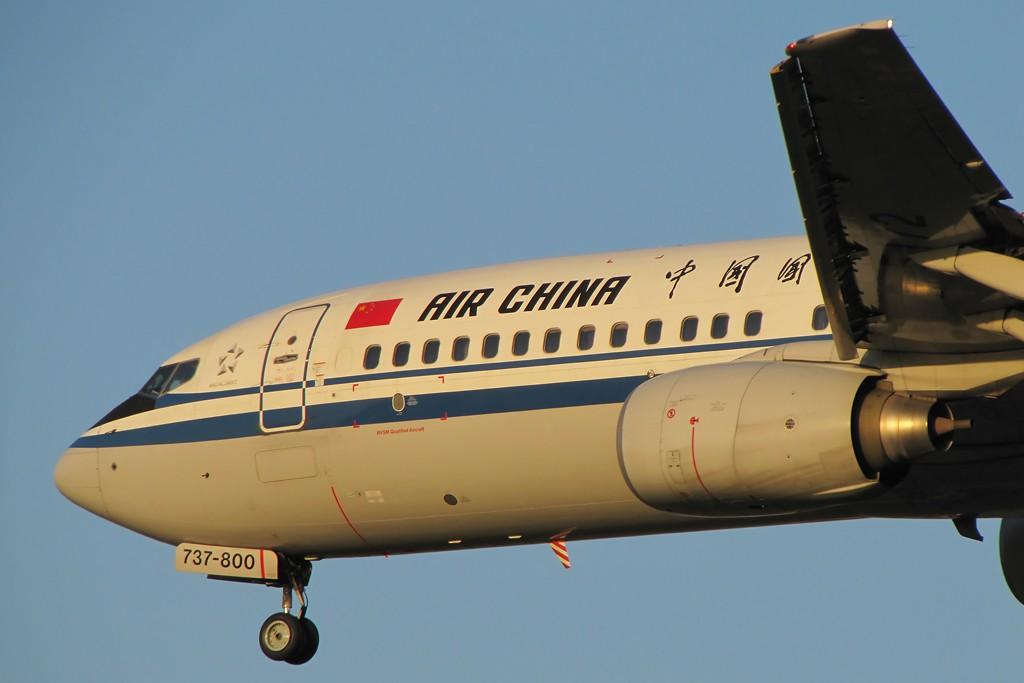 Re:[原创]国庆假期之前最后一贴。有大头,有双飞,有夕阳!争取能多骗点小飞机,换点钱,买张回家的机票!标题要长... BOEING 737-800 B-5172 中国北京首都机场