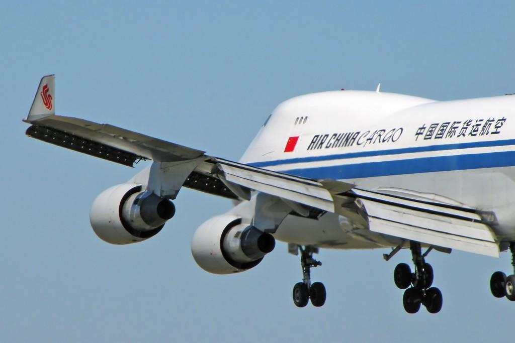 Re:[原创]国庆假期之前最后一贴。有大头,有双飞,有夕阳!争取能多骗点小飞机,换点钱,买张回家的机票!标题要长... BOEING 747-400 B-2475 中国北京首都机场