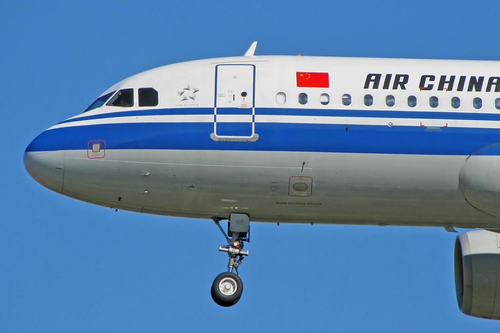 Re:[原创]国庆假期之前最后一贴。有大头,有双飞,有夕阳!争取能多骗点小飞机,换点钱,买张回家的机票!标题要长... AIRBUS A320-200 B-6608 中国北京首都机场